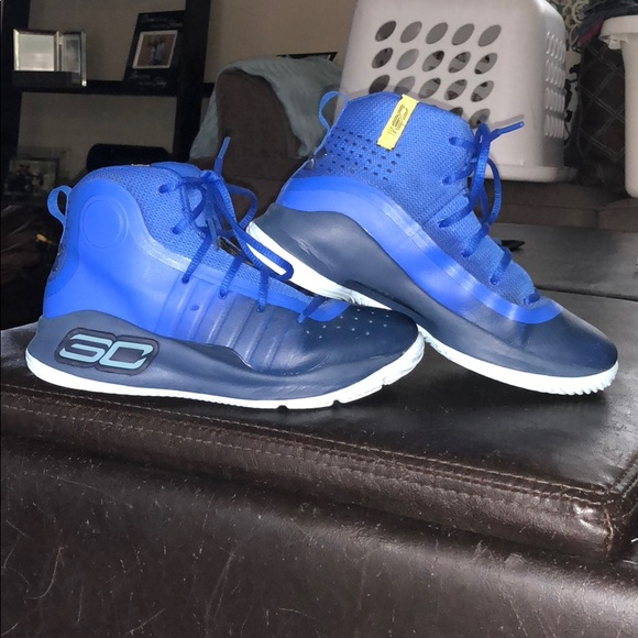 brand new 07c2d 654c4 2Y Curry 4s Under Armour Basketball Shoes